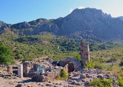 средневековое укрепление крепость Фуна