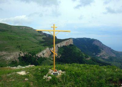 крест на месте бывшего храма