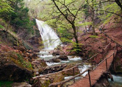 Водопад Джур-Джур весной