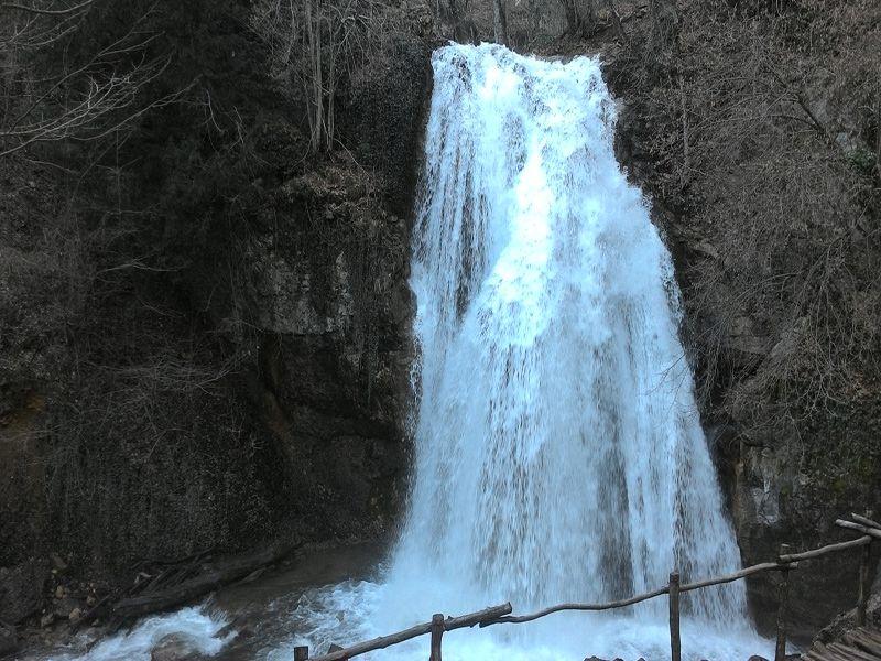 фото водопад джур-джур зимой