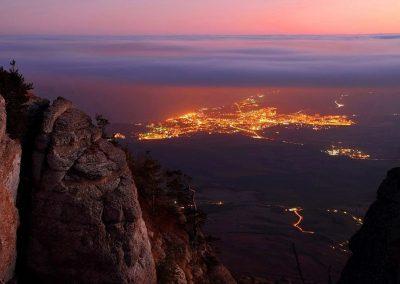 Вид на ночную Алушту