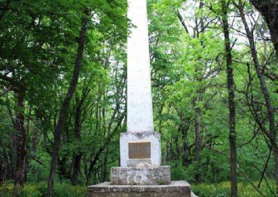 Памятник строителям первой шоссейной дороги
